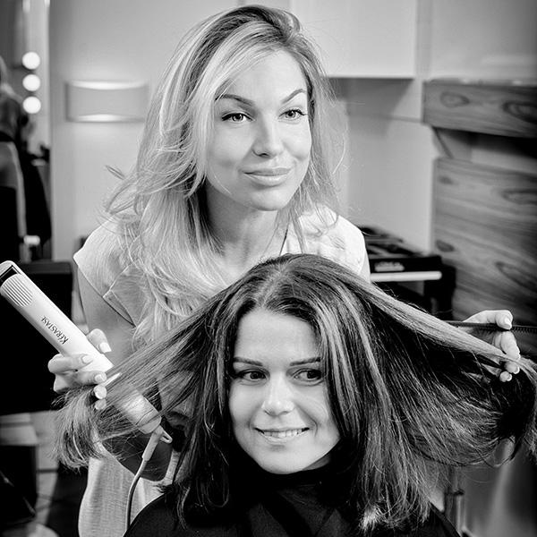 Укладка волос утюжком волос средней длины